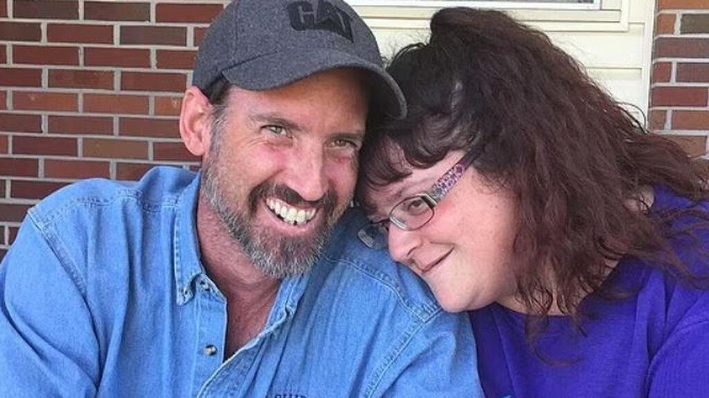 Muere por coronavirus una pareja que se negó a ponerse la vacuna: se arrepintieron momentos antes de fallecer