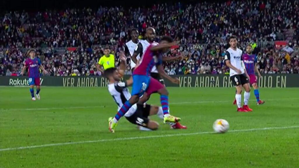El Barcelona se adelantó 2-1 gracias al penalti de Gayà a Ansu Fati.