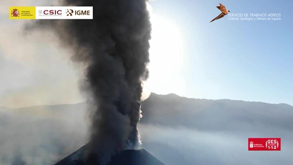 El volcán de La Palma, a punto de cumplir su primer mes de actividad continuada