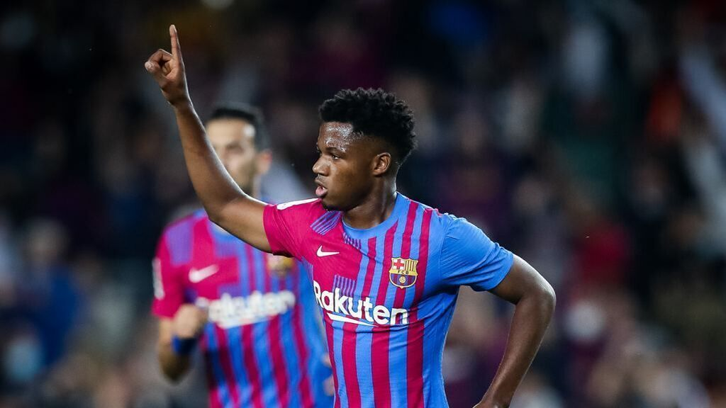 Ansu Fati celebrando el gol