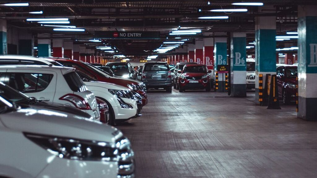 ¿Es legal si me multan en el parking de un centro comercial?