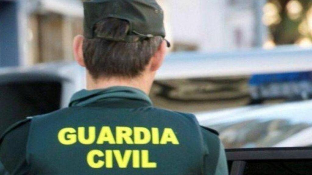 Detenidos dos jóvenes acusados de una violación a una menor en Cangas