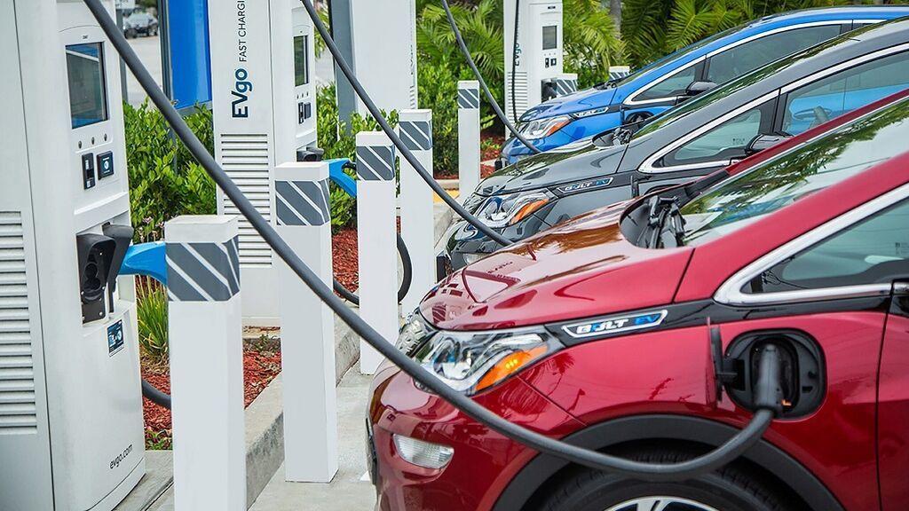 PERTE: ¿Qué es este plan de ayuda para vender más coches eléctricos y donde está la trampa?