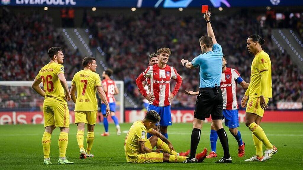 """El vestuario del Atlético de Madrid responsabiliza al árbitro de la derrota ante el Liverpool: """"Es complicado jugar así"""""""