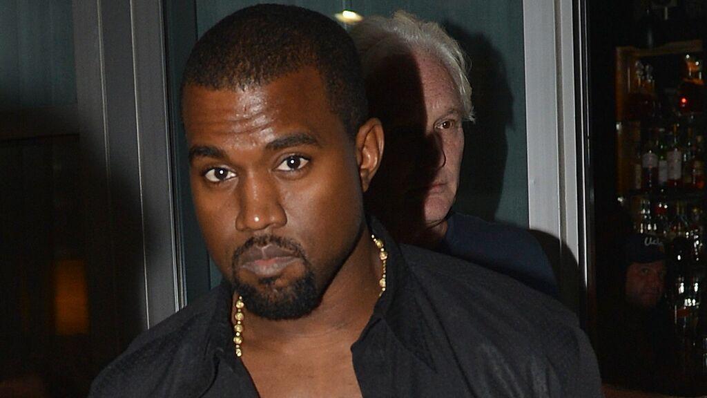 Kanye West se cambia de nombre y de cara