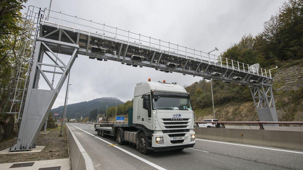 Arco de peaje instalado en la N-1 para el cobro de peaje a los camiones