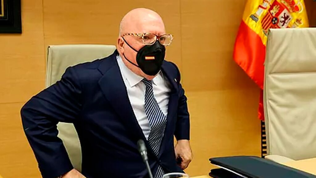 Villarejo dice que el CNI dio hormonas femeninas al rey emérito