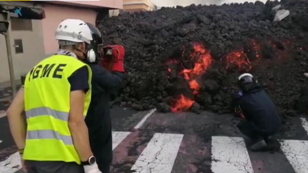 La lengua de lava del volcán de La Palma entra a 1.150º en el centro de La Laguna