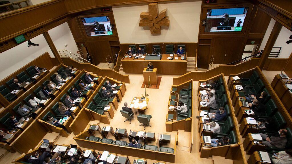 Celebración de un pleno en el Parlamento Vasco