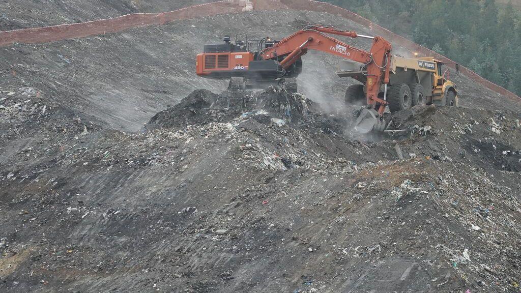 Trabajos de búsqueda de los cuerpos de los dos trabajadores sepultados en el vertedero de Zaldibar