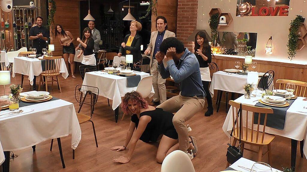 Beatriz y Carlos protagonizan el baile más caliente de 'First Dates'