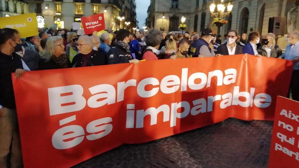 Vecinos, empresarios y entidades de Barcelona protestan en contra de la alcaldesa Colau