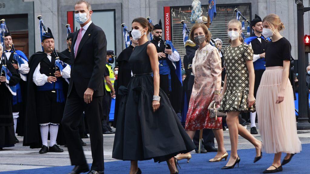La llegada de la familia real a los Premios Princesa de Asturias 2021