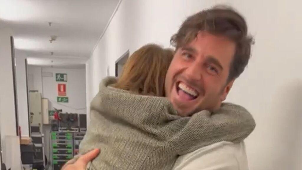 Samantha Vallejo-Nágera comparte el entusiasmo de su hijo Roscón al reencontrarse con David Bustamante