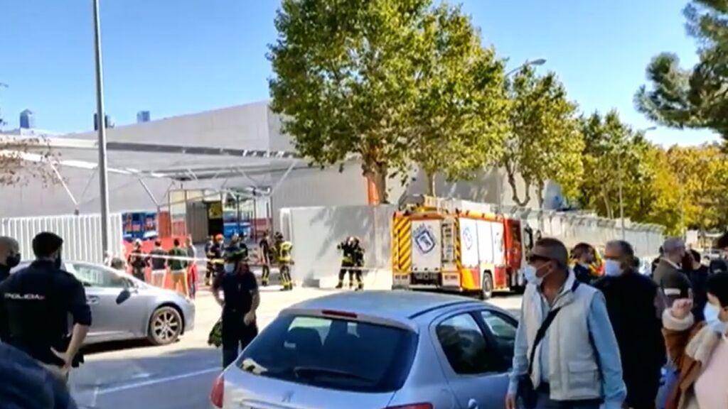 Cinco niños y un padre resultan heridos en Madrid tras desplomarse la puerta corredera de un colegio
