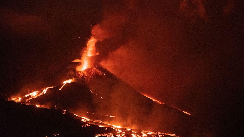 Última hora del volcán de La Palma: la erupción cumple cinco semanas con otro derrumbe y más lava