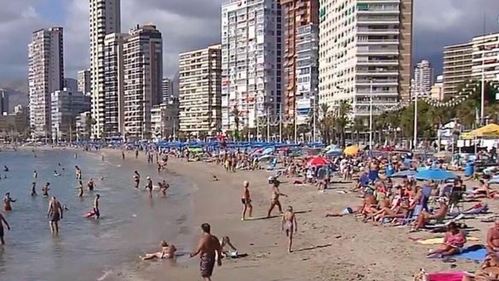 Benidorm, en riesgo extremo con una incidencia de 254 casos: la llegada de turistas británicos dispara los contagios