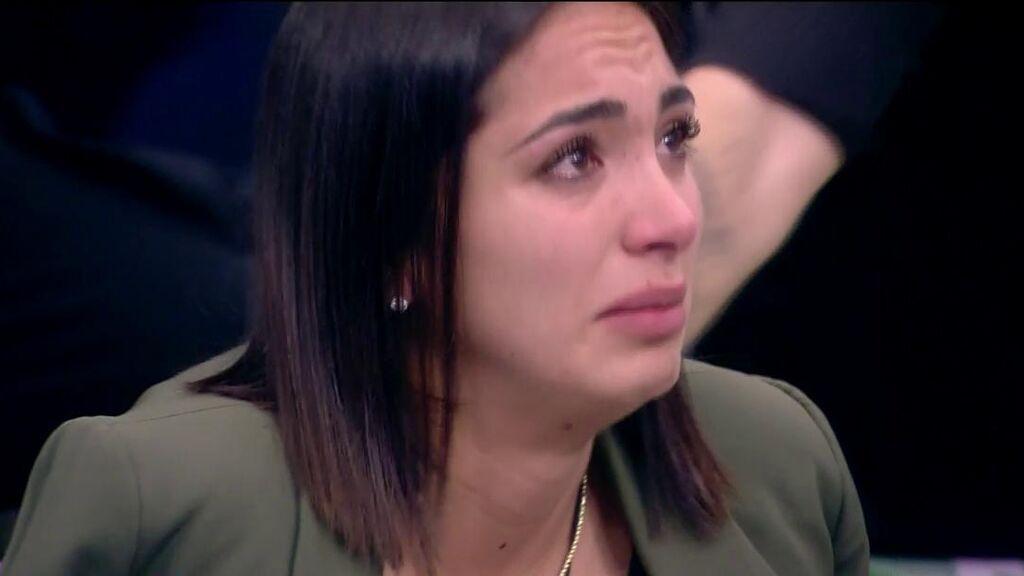 Sandra Pica rompe en llanto tras saber qué compañeros quieren que se vaya de 'La casa de los secretos':