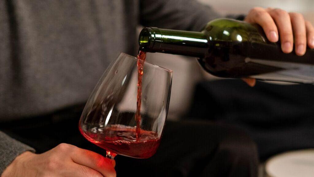 Debaten los nutricionistas: ¿qué es más sano, el vino o la cerveza?