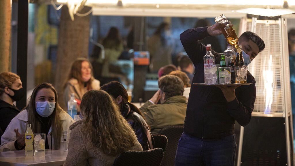 Escasez de whisky, ginebra y vodka por la covid: ¿de qué depende que haya suministro estas navidades?