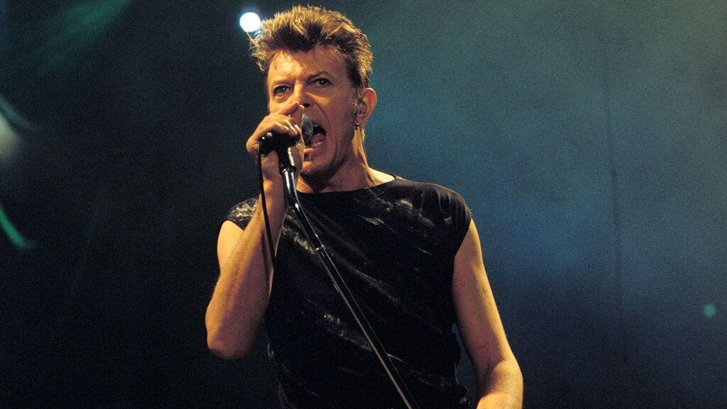 Compadres en el backstage: cuando Bowie llamó viejo al cantante de Pink Floyd a pesar de que se llevan un año