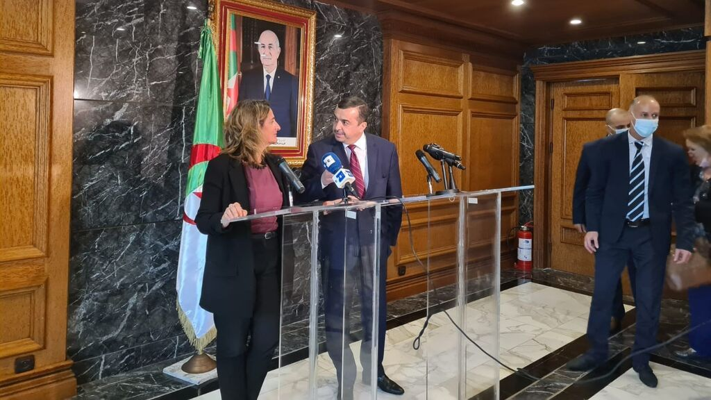 Argelia se compromete con España a complementar el suministro de gas por gasoducto con gas natural licuado