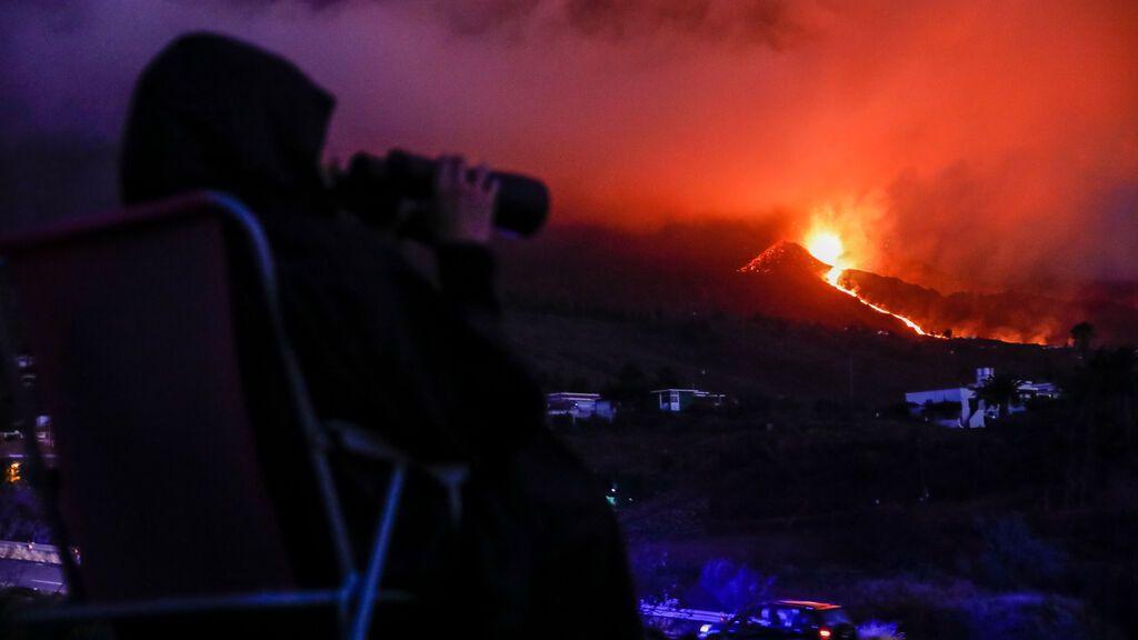 El aumento de visitantes al volcán obliga a reforzar los controles en las carreteras