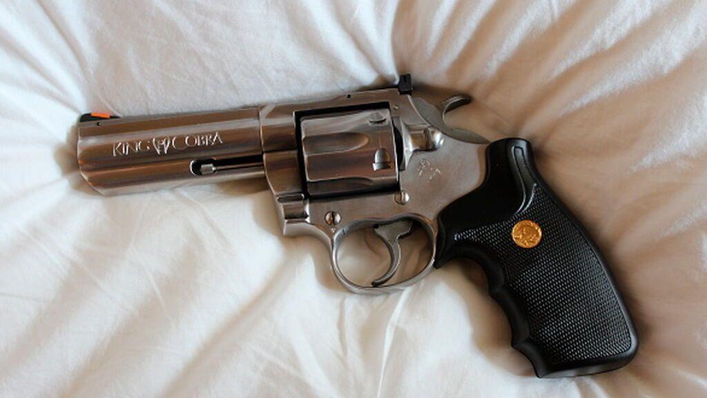 Revólver Colt (imagen de archivo)