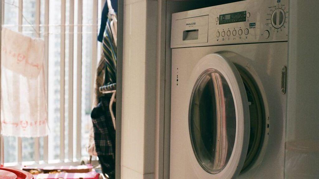 Cambian los tramos baratos de la tarifa de la luz: ¿qué hora es la buena ahora para poner la lavadora?