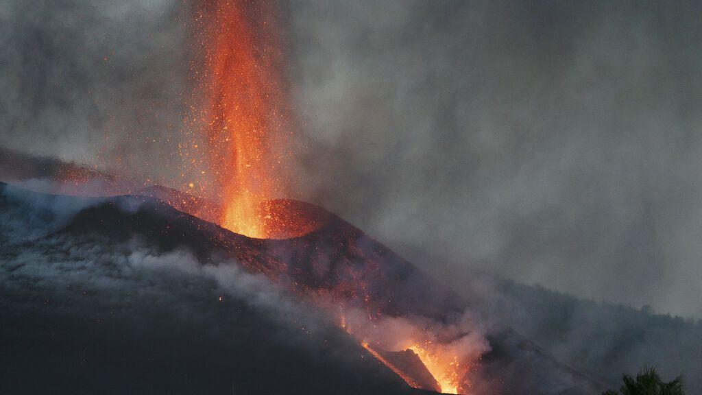Bombardear un volcán para encauzar la lava, una idea que ya se usó en Hawái y Sicilia