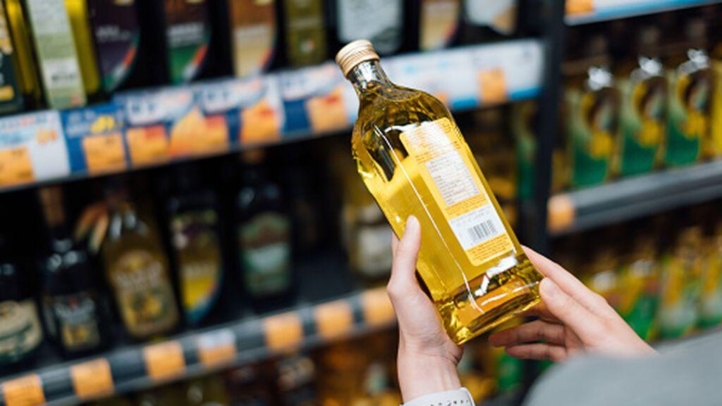 La OCU denuncia a dos marca de aceite de oliva virgen extra porque no lo son