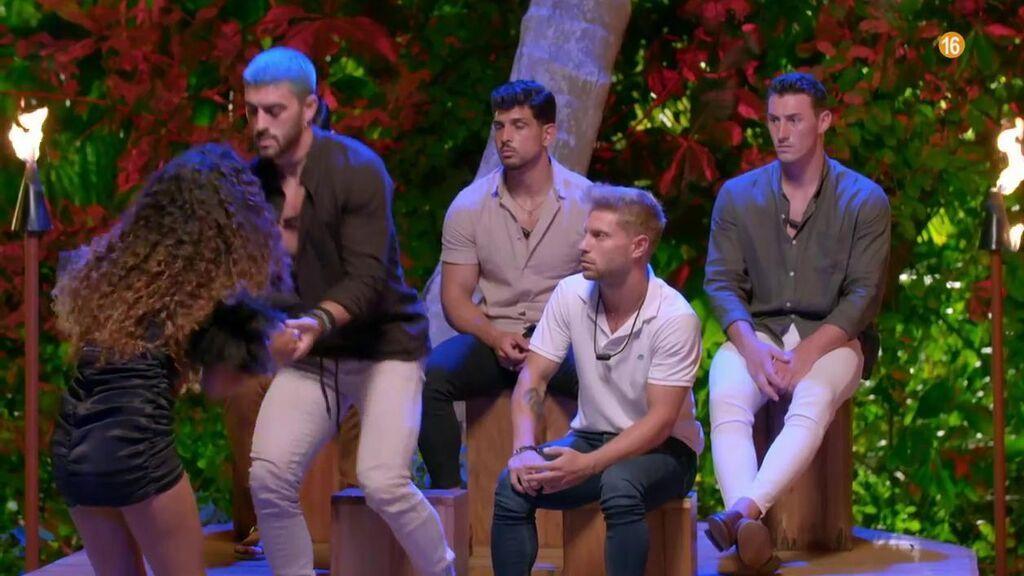 Zoe se cuela en la hoguera de los chicos: próximamente en 'La isla de las tentaciones 4'
