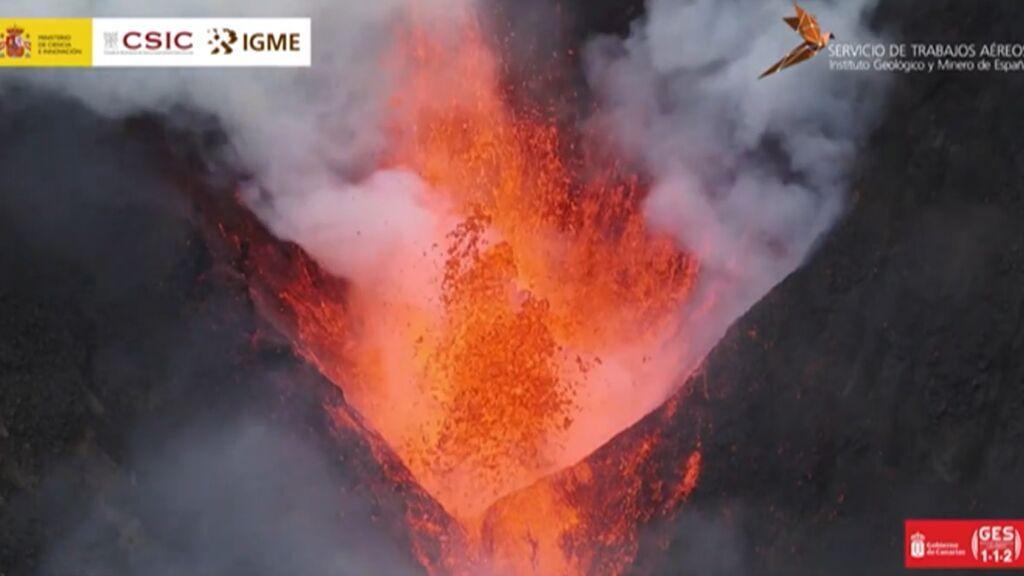 Al volcán de La Palma le queda al menos un mes de erupción, según los expertos