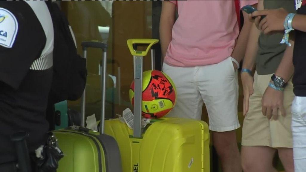 Los jóvenes que no han dado positivo puede dejar el hotel de Palma, según una decisión judicial