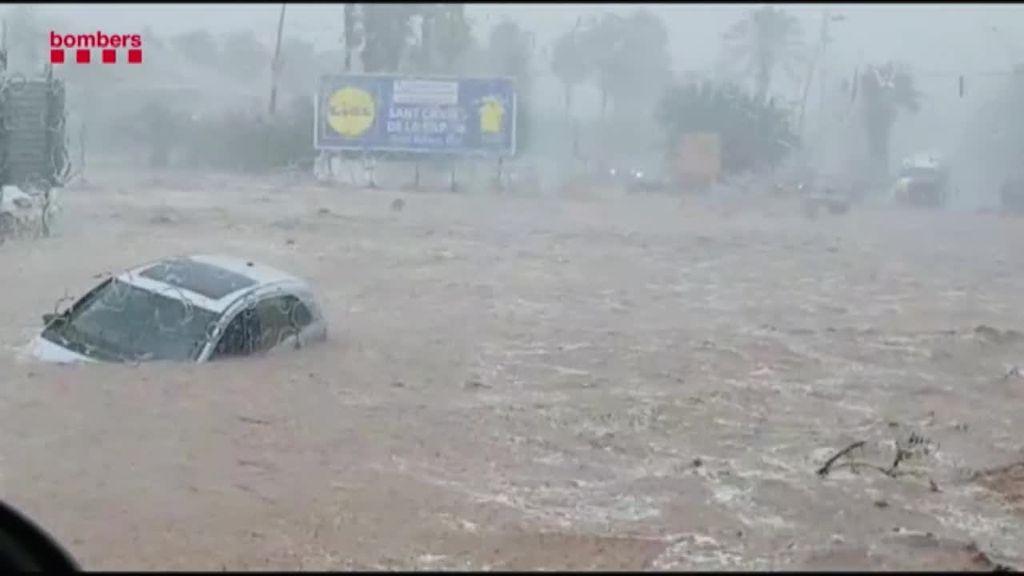 Decenas de personas atrapadas en sus coches por las lluvias en Tarragona y Castellón