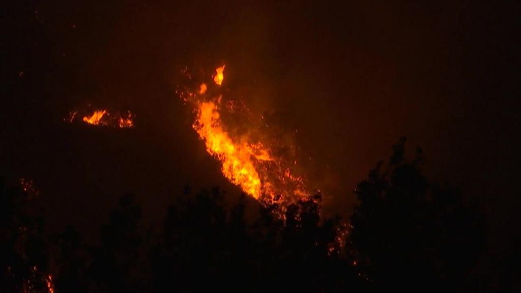 La UME se une a los efectivos locales para hacer frente al incendio en la Ribeira Sacra