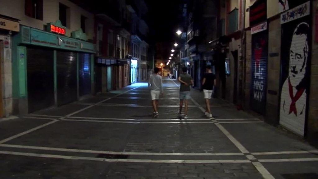 Los hosteleros de Pamplona se plantan y cierran sus negocios para frenar el descontrol de los juevintxos