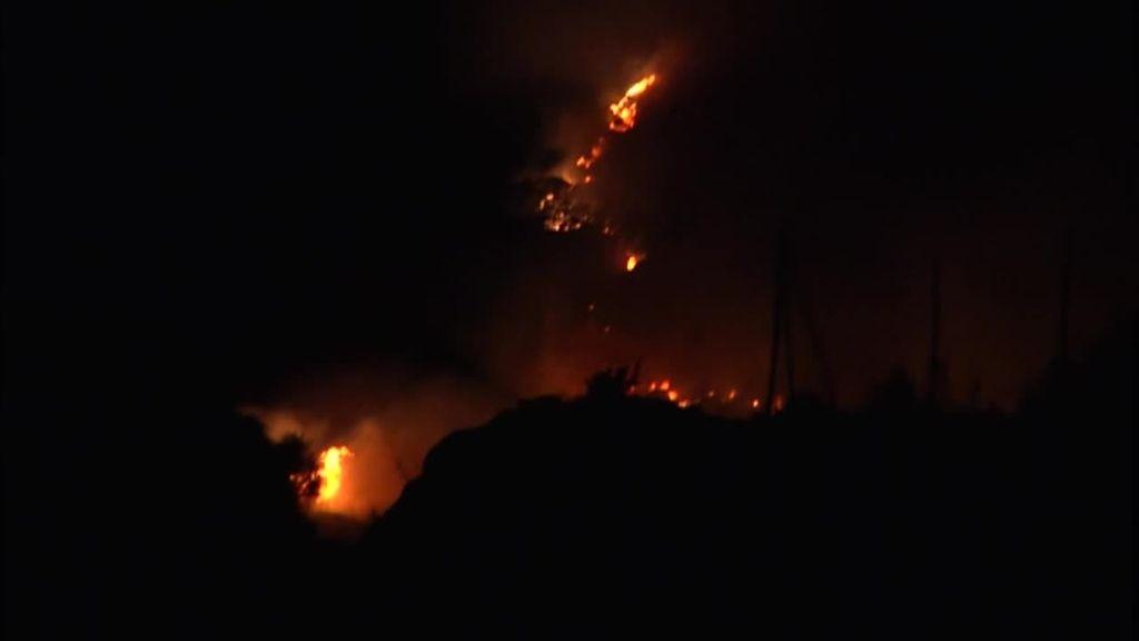 El incendio de Estepona, con dos focos, se extiende sin control