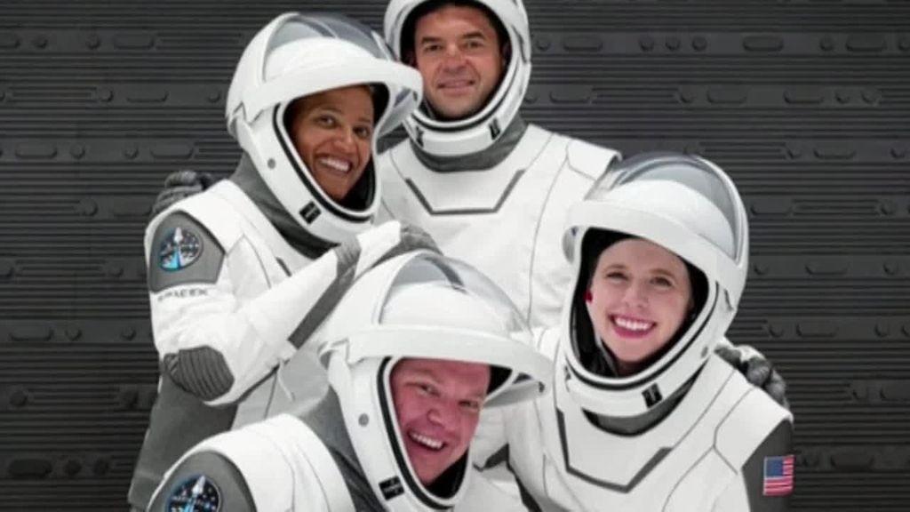 Los cuatro tripulantes civiles de la Space X ya están en el espacio