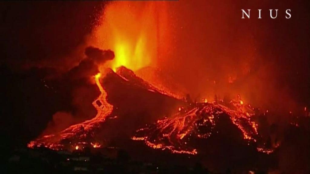 La erupción del volcán de La Palma, de noche