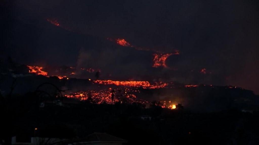 La lava del volcán de La Palma se acerca peligrosamente al mar