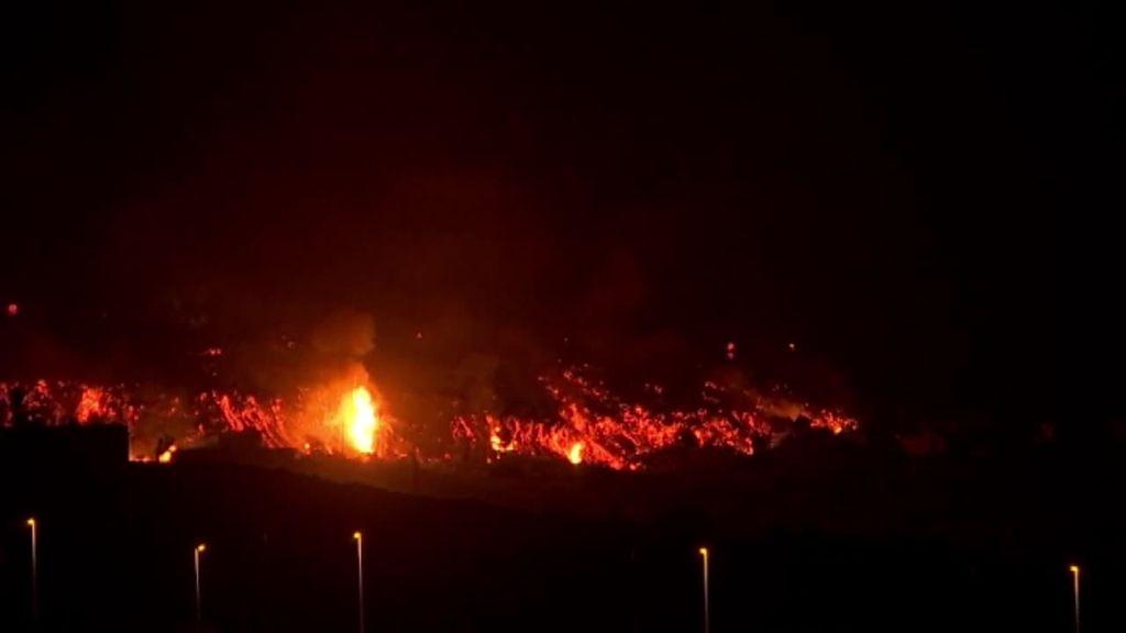 El avance de la lava del volcán de La Palma se ralentiza y puede que no llegue al mar