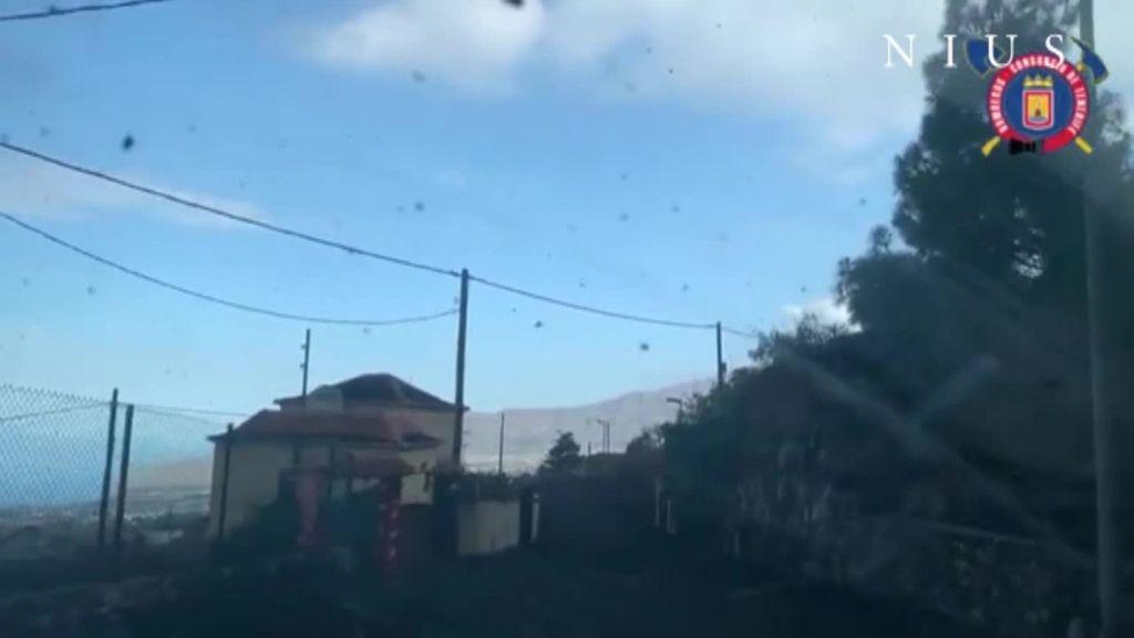 La lluvia de cenizas y piroclastos confina varias localidades e impide la labor de los bomberos