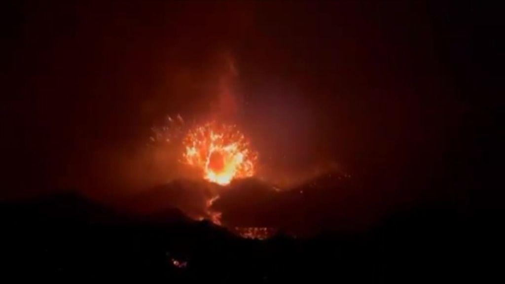 La impactante explosión del volcán de La Palma en Cumbre Vieja