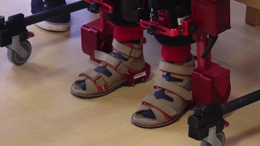 Presentan un exoesqueleto biónico para niños con parálisis cerebral