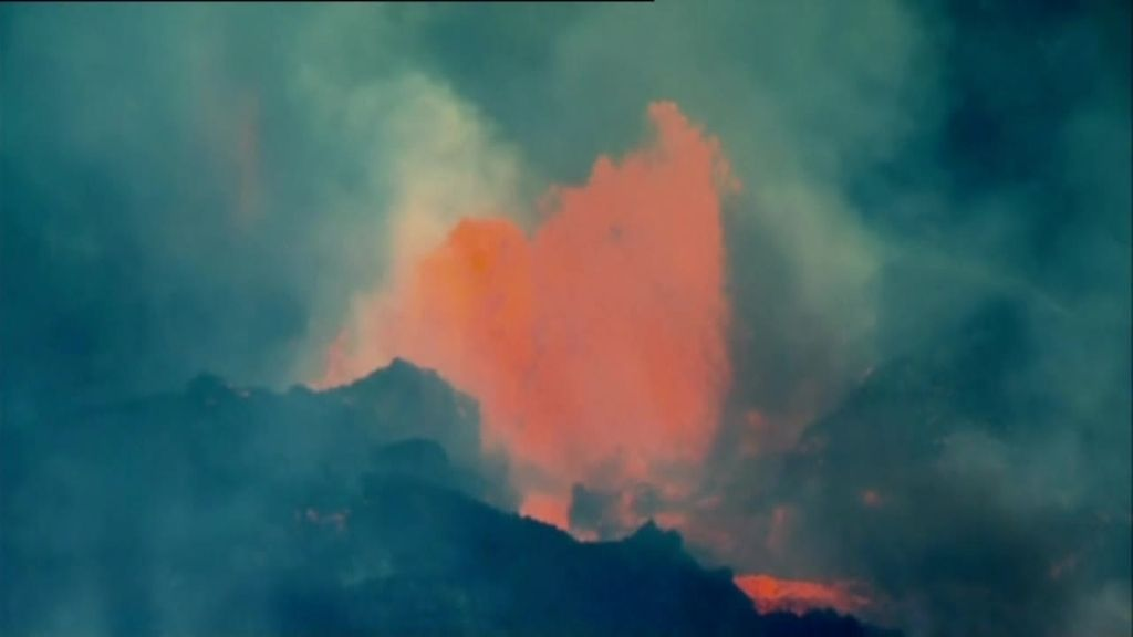 Se derrumba el cono principal del volcán de La Palma