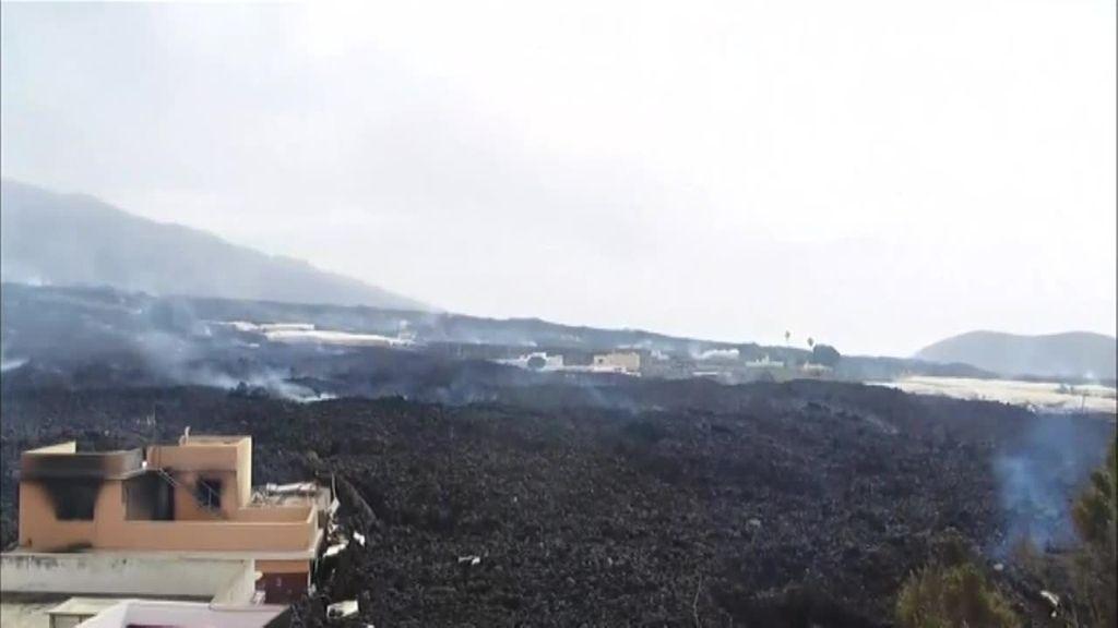 """Desolación en La Laguna ante la imparable colada de lava: """"El pueblo está perdido"""""""