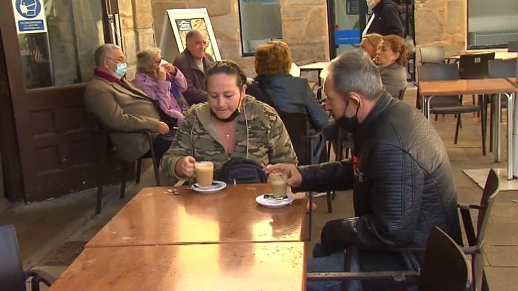 Una jueza indigna al pueblo de Muros al retirar la custodia a una madre porque Marbella tiene más posibilidades