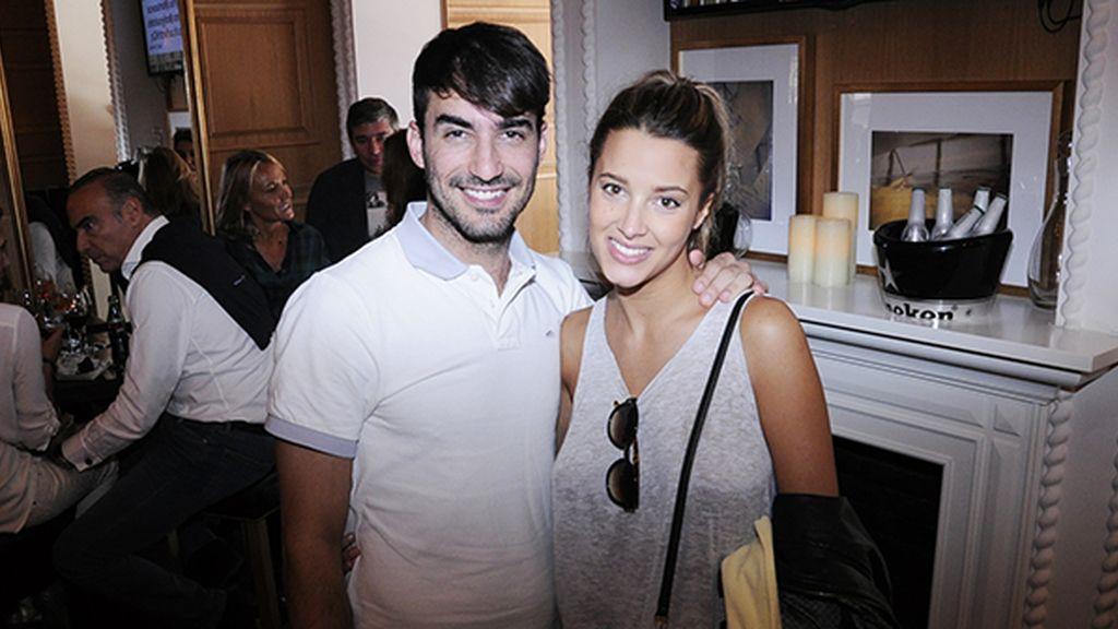 Israel Rodríguez disfrutando del brunch junto a su pareja, la televisiva Corina Randazzo