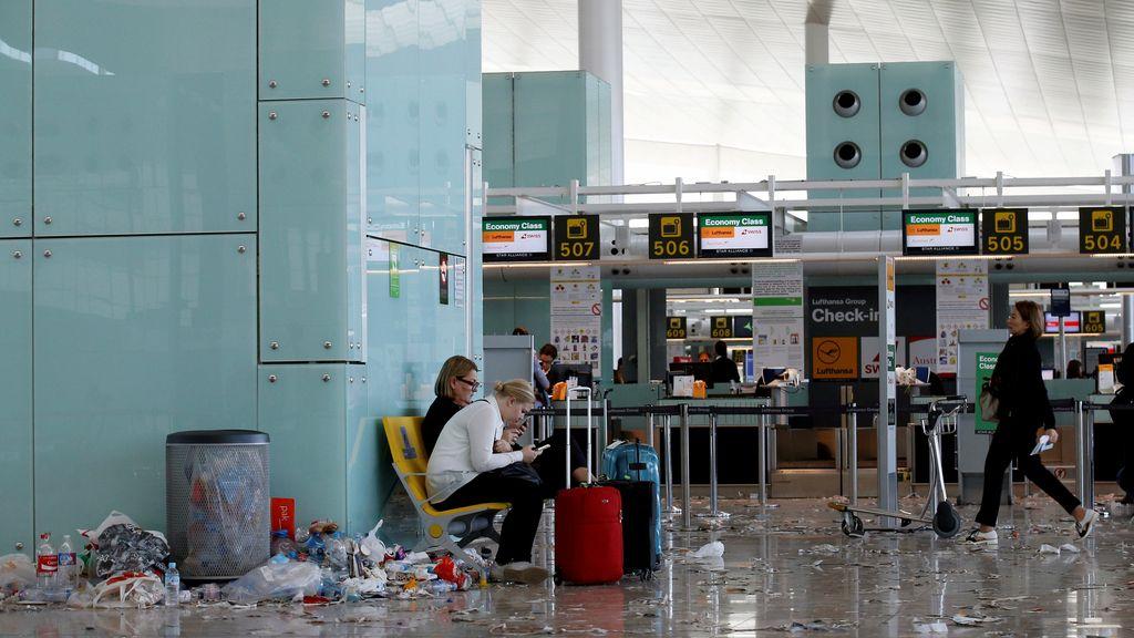 La basura se acumula en el aeropuerto de El Prat